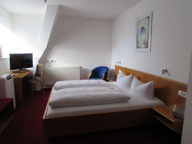 Ratsstube, (Sinsheim), Doppelzimmer Komfort mit Dusche und WC