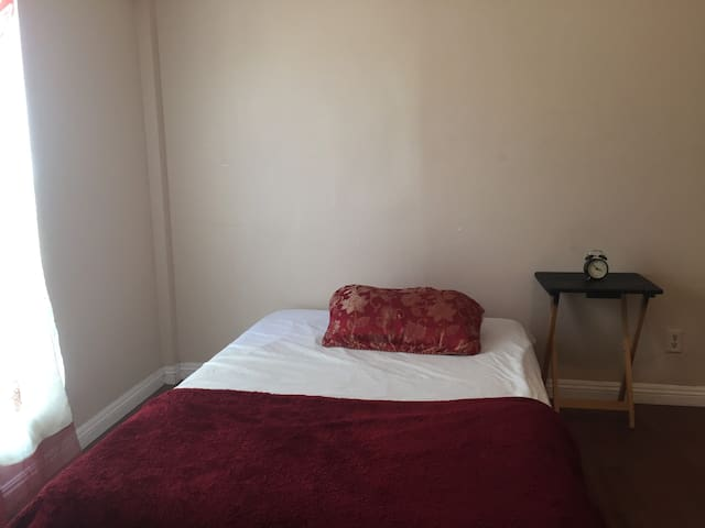 PRIVATE room with Parking (4b)