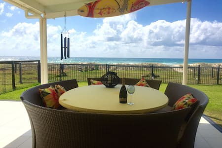 Prime Beachfront Spectacular Views! - Palm Beach - House