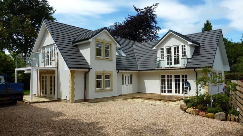 Large Suite in prestigous home ! - Dullatur - Bed & Breakfast
