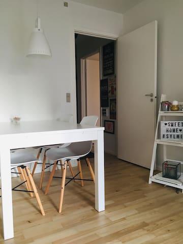 Cozy room, peaceful area <3