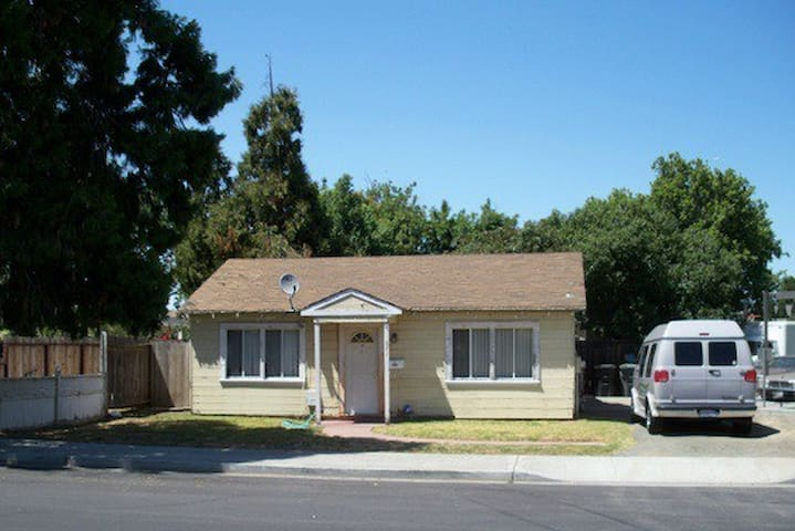 Cozy 2bd less than1 mile to the bay - East Palo Alto - Maison