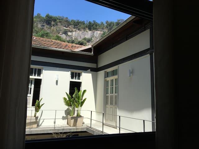 Santa Teresa Style Suite