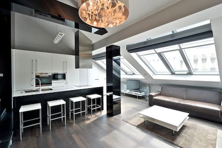 INCREDIBLE ONCE IN A LIFE TIME LOFT - Prague - Apartment