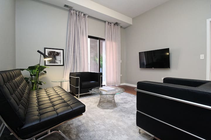 South Loop Luxury Suite No.2 by Zencity