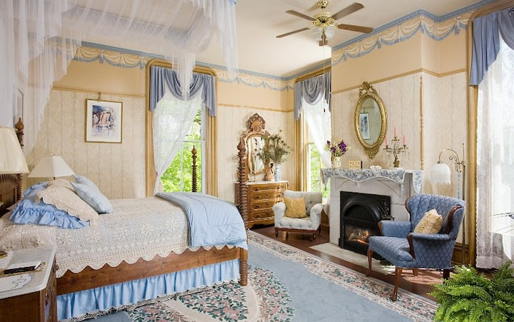 Avie's Room at the Garth Woodside Mansion Estate