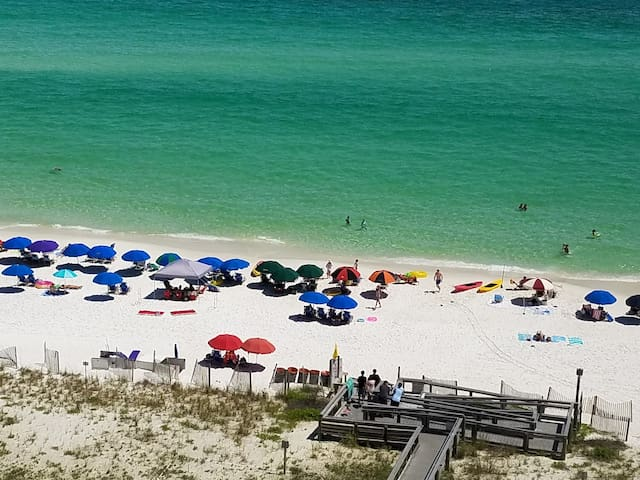 2bedrooms 2bathrooms, sleeps 8, beachfront condo