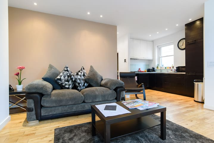 Superb Spacious 1 Bd Apt in Conservation Area