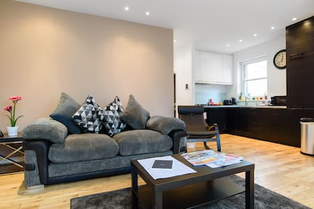 Spacious 1 Bd Apt cls to City Centre | Priv Ent