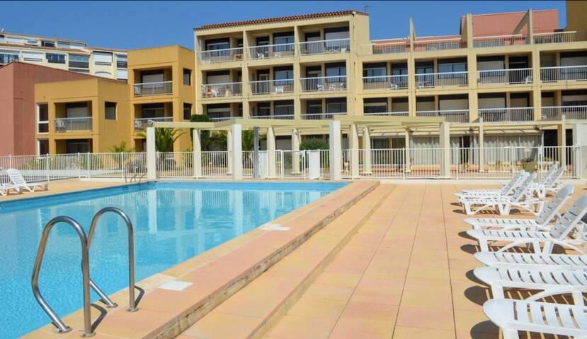 Vacances économiques avec piscine résidentielle