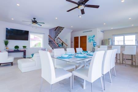 Ocean Views Abound!  Luxury  Home- Casa Isla Bella