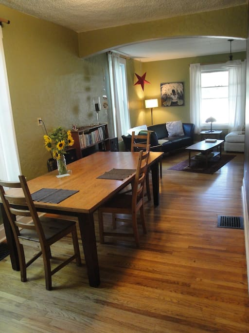 Dining room sitting area