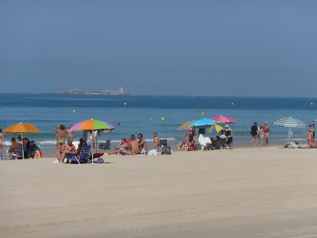 Playa de La Barrosa. A unos 500 m del Apartamento.
