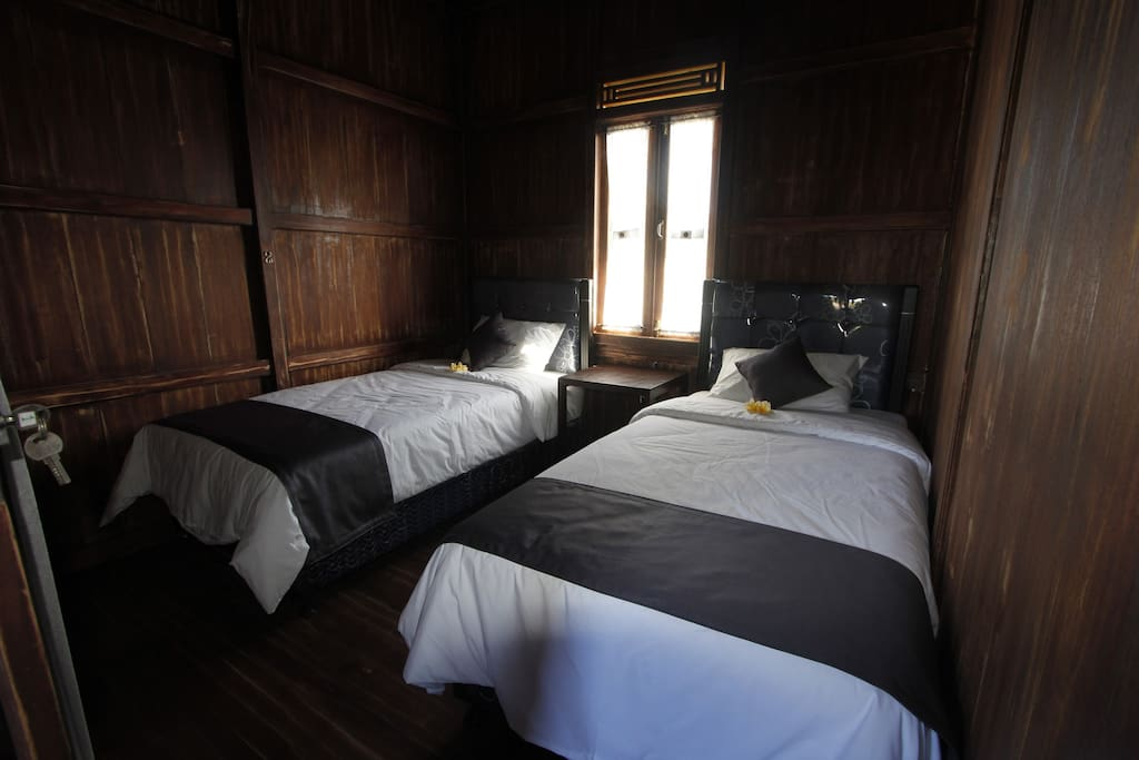 Room with twin bed