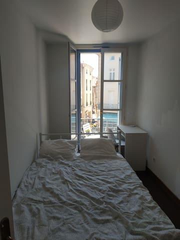 Chambre double - Appartement au centre de Béziers