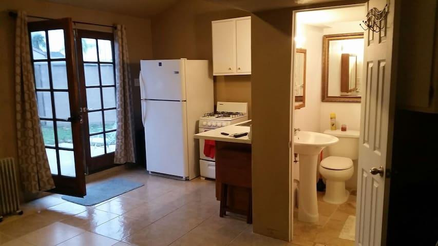 Private apartment/back house. - Pico Rivera - Ev