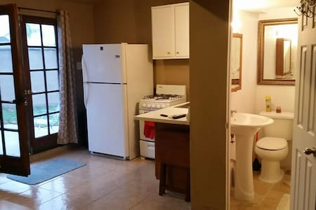 Private apartment/back house. - Pico Rivera