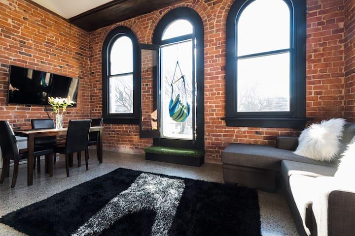 The Terminus: Inner-City Heritage Apartment 8