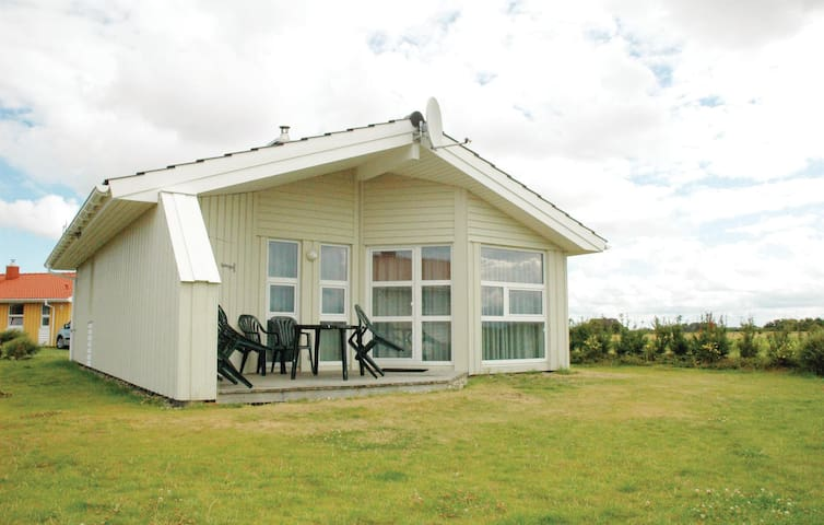 Holiday cottage with 2 bedrooms on 64m² in Friedrichskoog