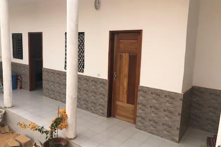 Chambre équipée confortable et endroit paisible