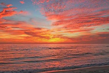 Beautiful beachfront 2br, 2.5 bth - Társasház