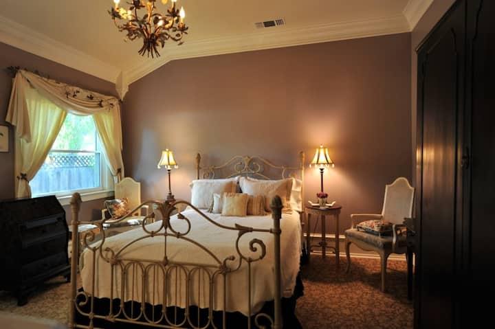 Cozy 'Winters Suite' in Winters Historic District