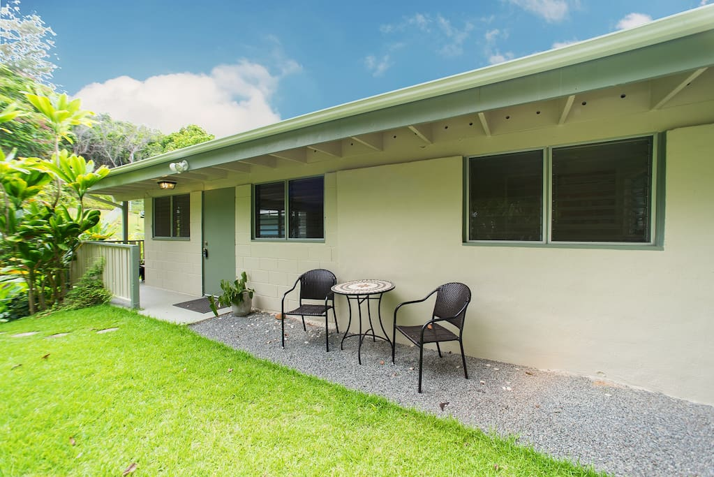 Enjoy the spacious back yard and gorgeous jungle from the outside table.