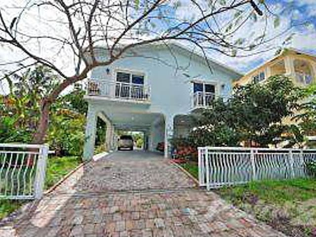 Beach and Dockage! Sunset Views!  - Key Largo - House