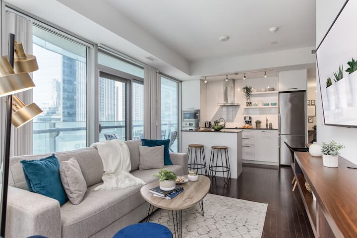 CN Tower, Ent. District - 2BR+1.5 BA+ Free Parking