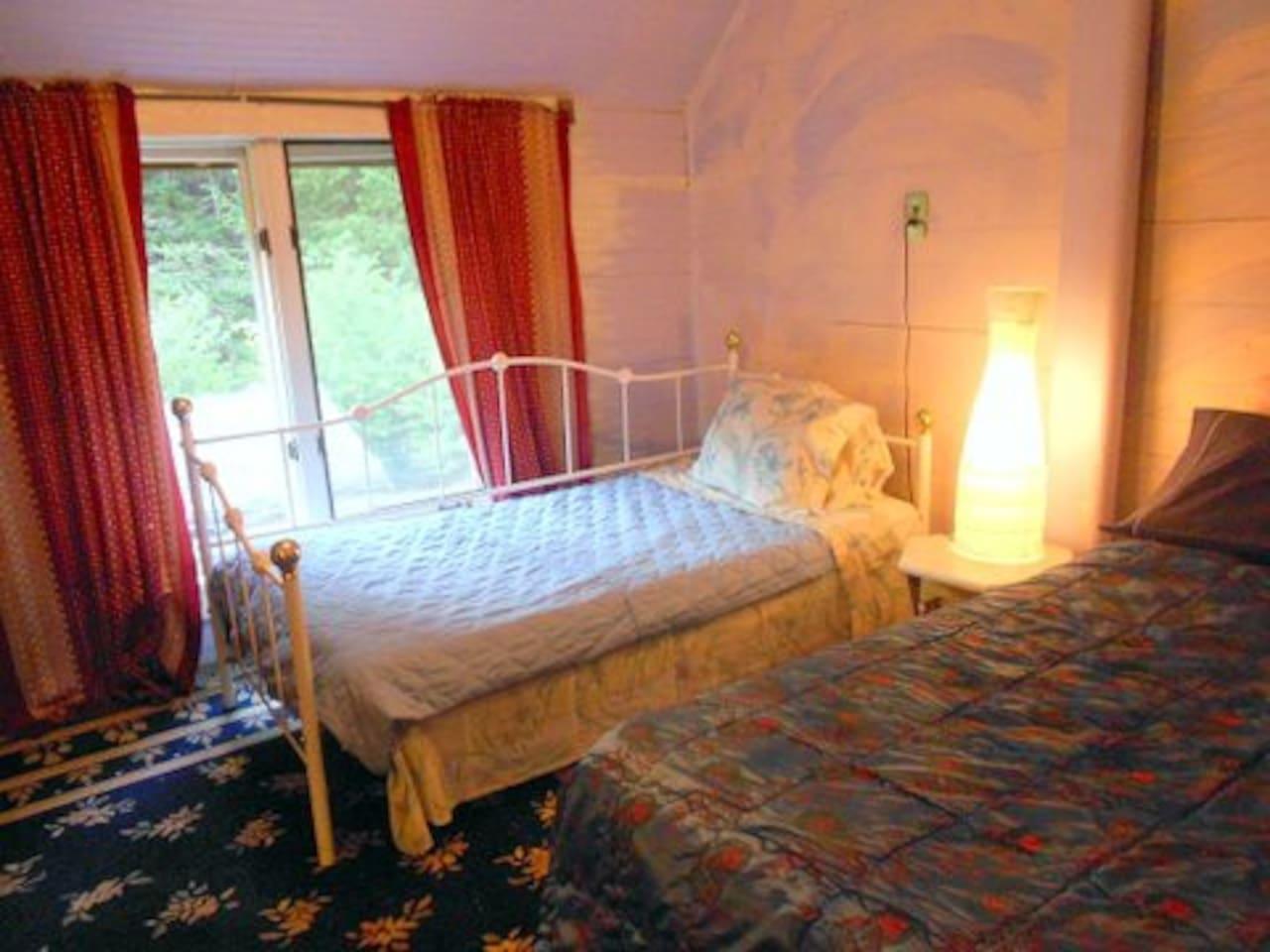1 single bed + 1 queen bed in My Blue Heaven