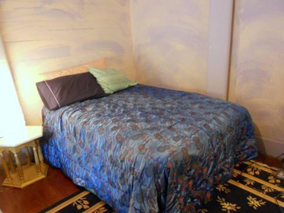 Queen bed - sleeps 1 or 2.