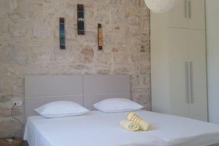 Modern Ensuite room in the center of Vis town (1) - Vis
