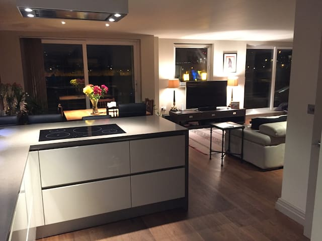 Single/Double room in stunning flat