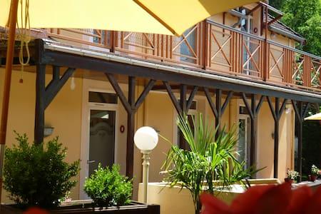 Hôtel Clos Sainte Marie - Nevers - ที่พักพร้อมอาหารเช้า
