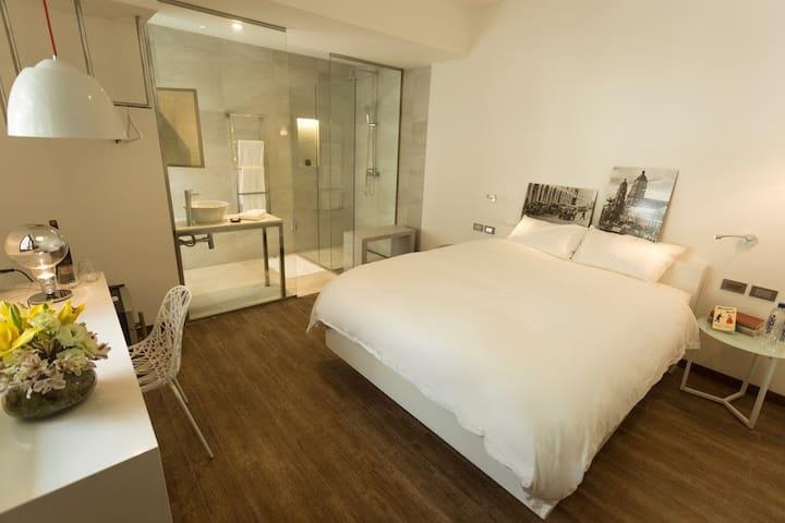 Deluxe Room w Double Shower in new  Hotel Boutique - Santa Cruz de la Sierra