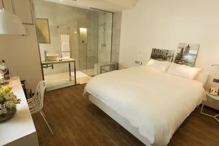 Deluxe Room w Double Shower in new  Hotel Boutique - Santa Cruz de la Sierra - Boutique hotel