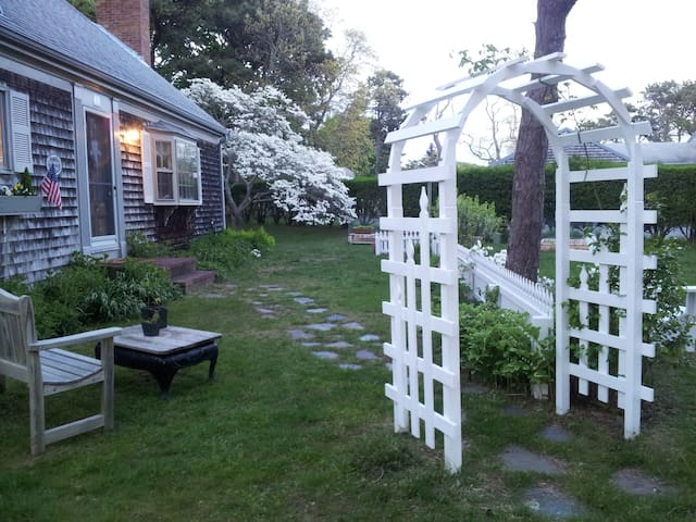 Culdesac Cottage B&B Sea Shell Room - Chatham - Bed & Breakfast