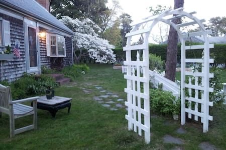 Culdesac Cottage B&B Sea Shell Room - Chatham