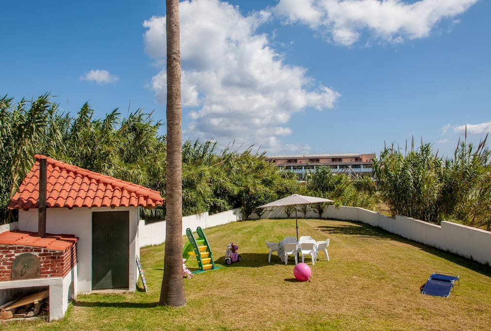 A lawn area of 400 m2 for children's play, relaxing, sunbath and other activities.