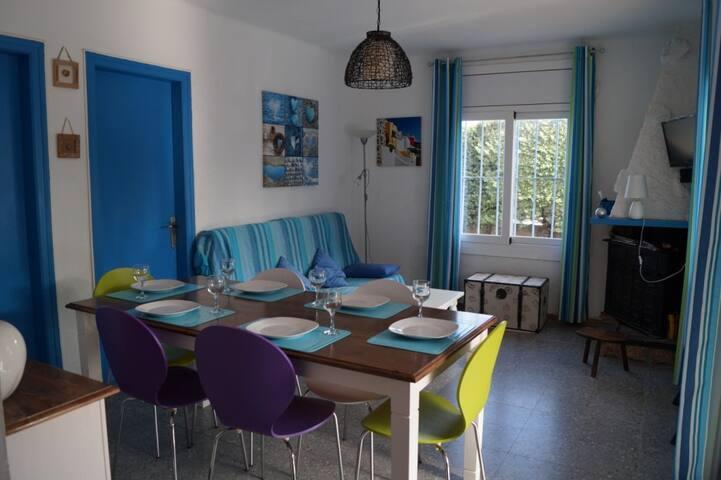 Muy bonita casa con amplio  jardín A30 - El Mas Boscà - Haus