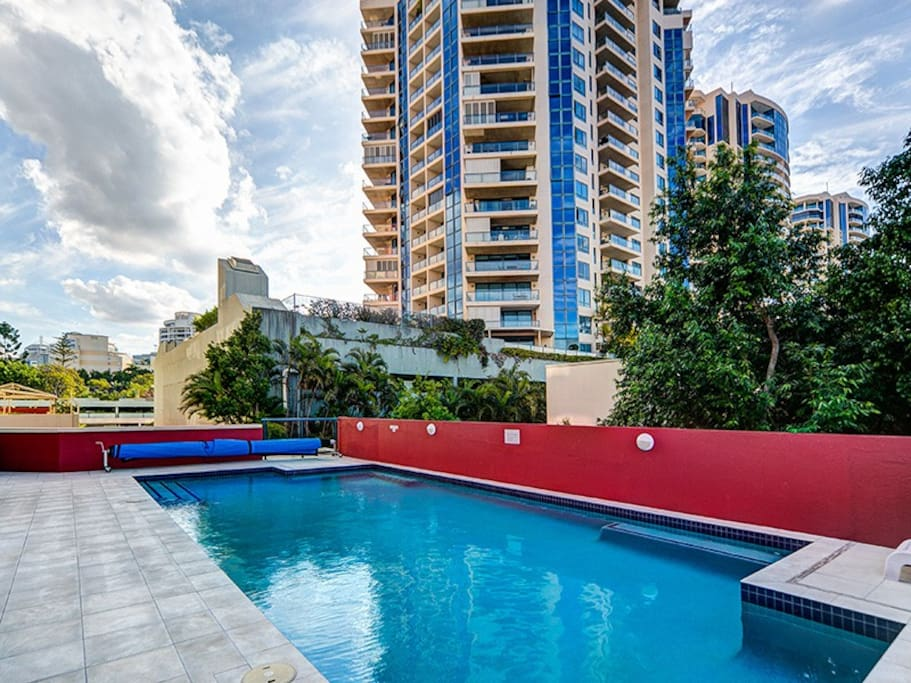 Two Bedroom Unit With Pool And Free Wifi Apartments For Rent In Kangaroo Point Queensland