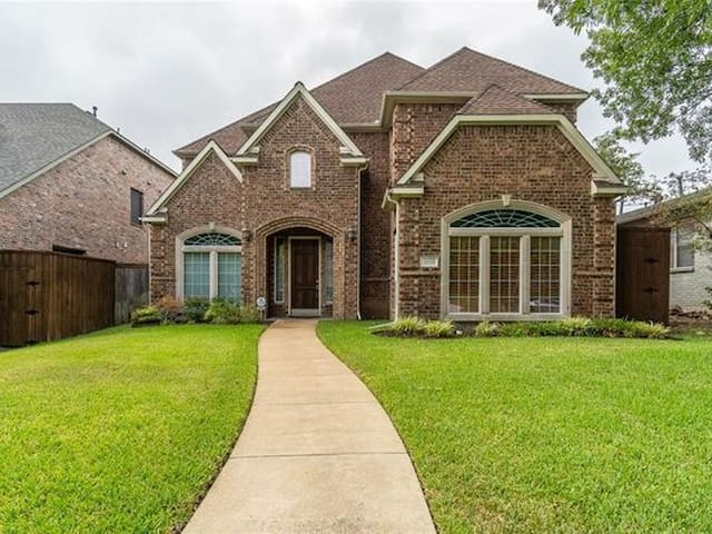 Jewel Of A Home in East Dallas