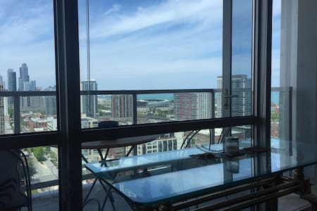 High rise apartment with view!! - Chicago - Apartment