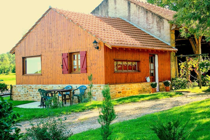 Lovely Holiday Home in Frayssinet-le-Gelat with Private Terrace
