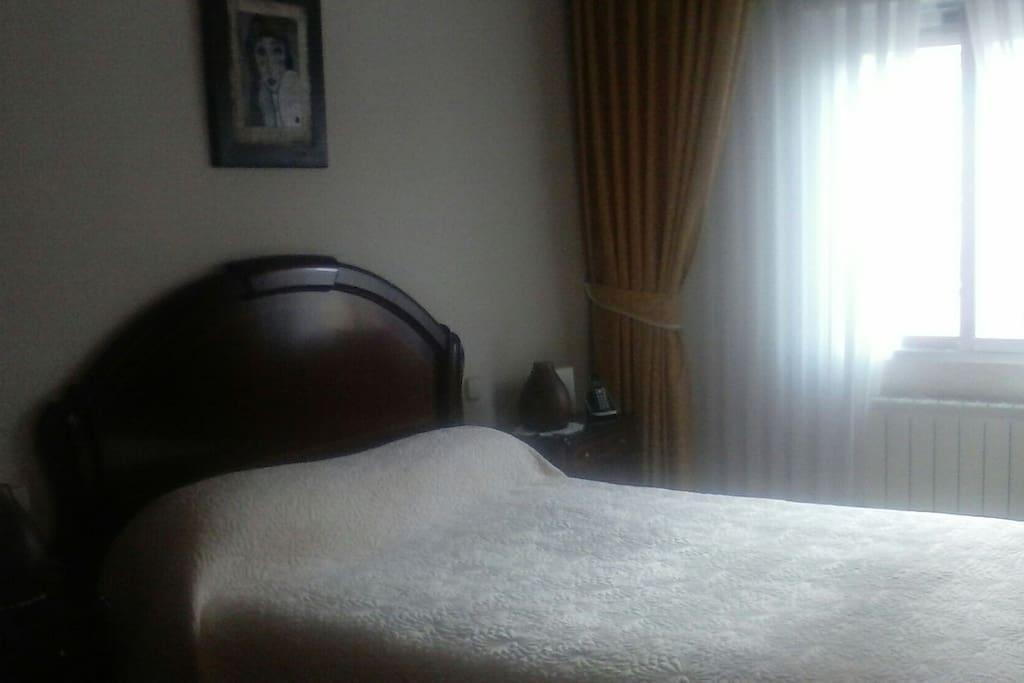 Habitacion soleada, con cama de 1:35