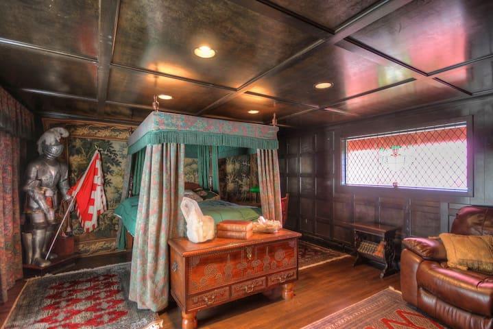 Castle of Lady Shannon Bed & Breakfast (3) - Newport - House