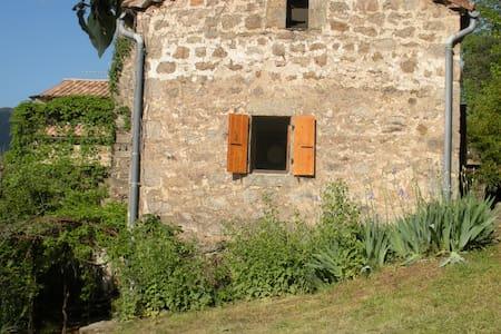 loue petite maison en pierre sèche  - Chambonas