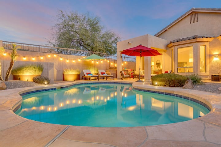 Gorgeous home w/Private Pool, Heated shared pool, Mtn. Views, fire pit & more!