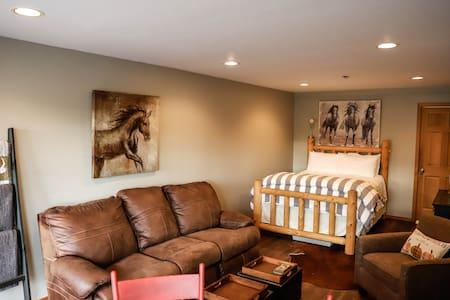 Cozy Bunkhouse studio room in the barn sleeps 4