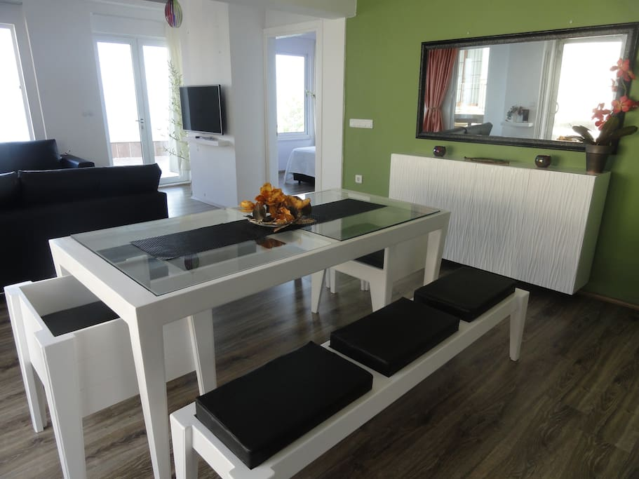 double livingroom with dining room and open kitchen